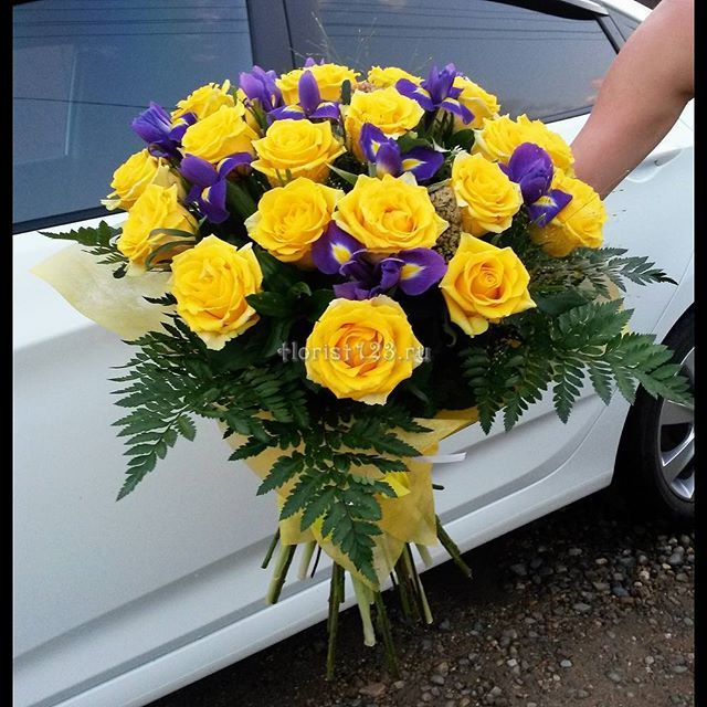 Сочетания цветов с желтыми розами