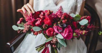 Бордовый букет невесты: подбор цветов и варианты сочетаний