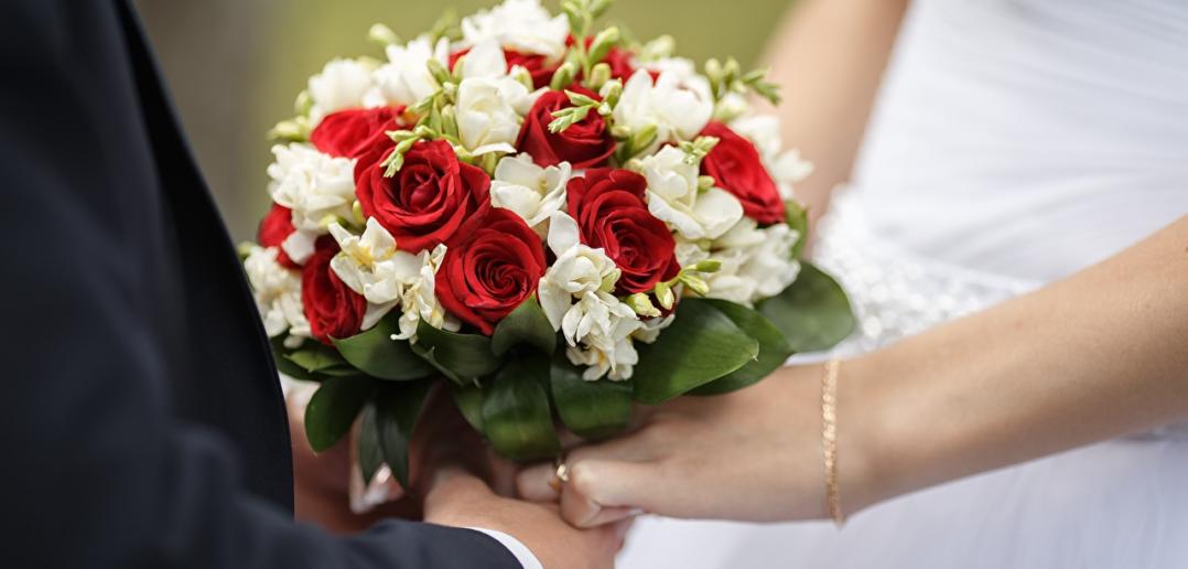 Красно-белый букет невесты — идеи красивых композиций