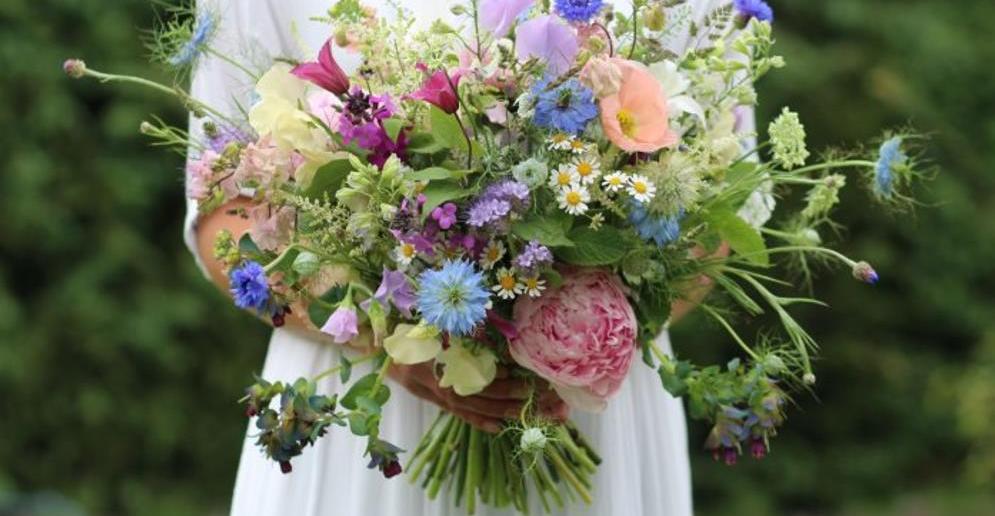 Свадебный букет из полевых цветов: идеи для создания, фото композиций